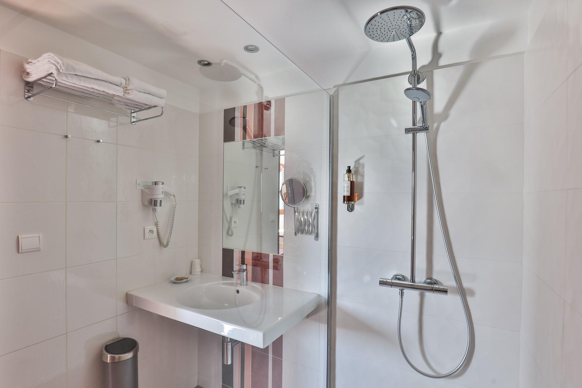 chambre 1.salle de bain p