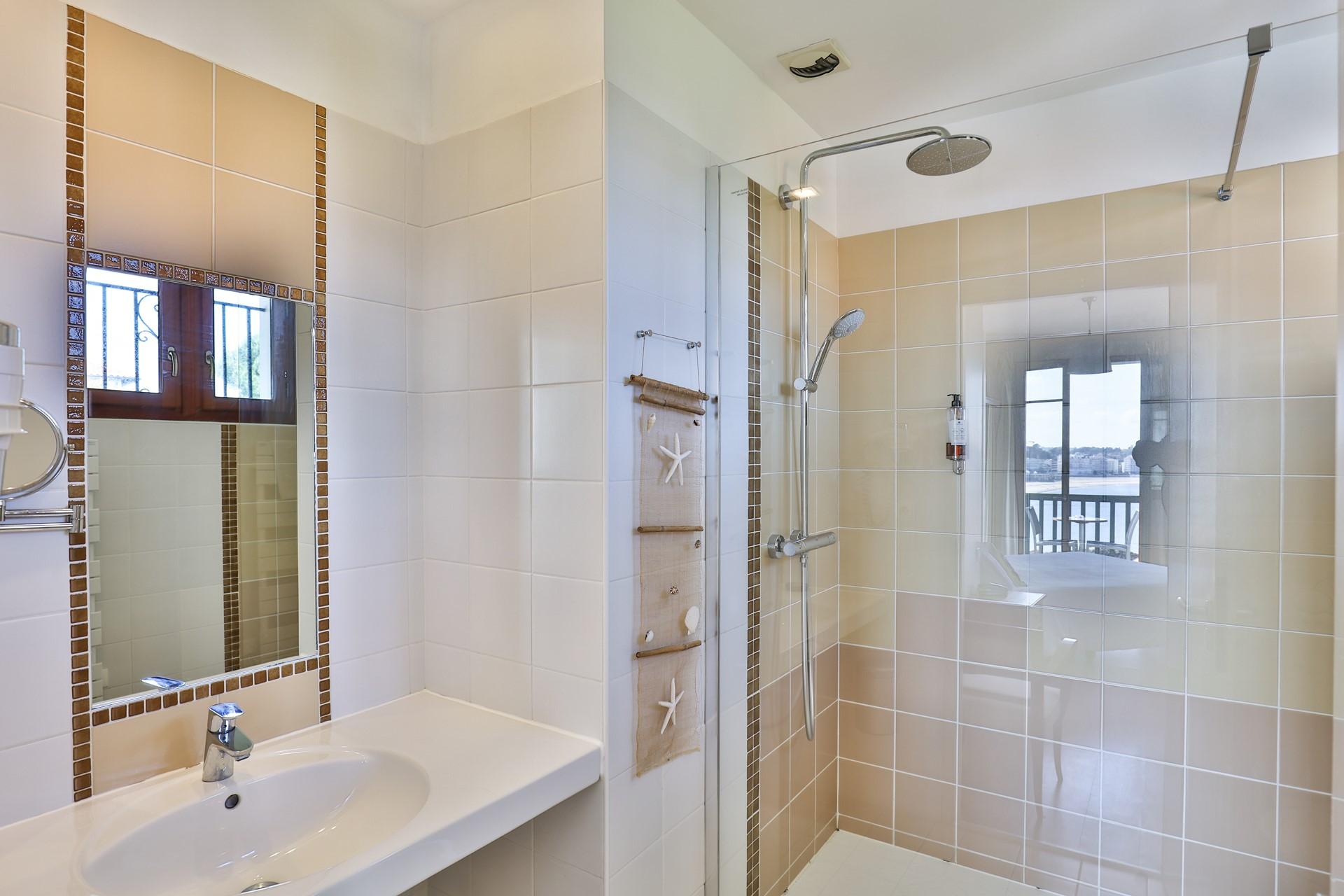 chambre 27 salle de bain 2 p
